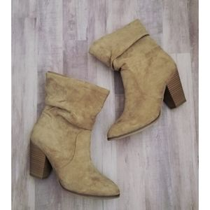 3/$25 Universal Threads Beige Heeled Boots Size 7